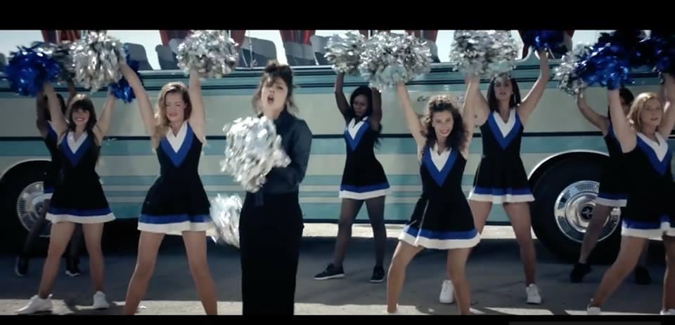 Les Cheers up dans le clip d'Adrienne Pauly !