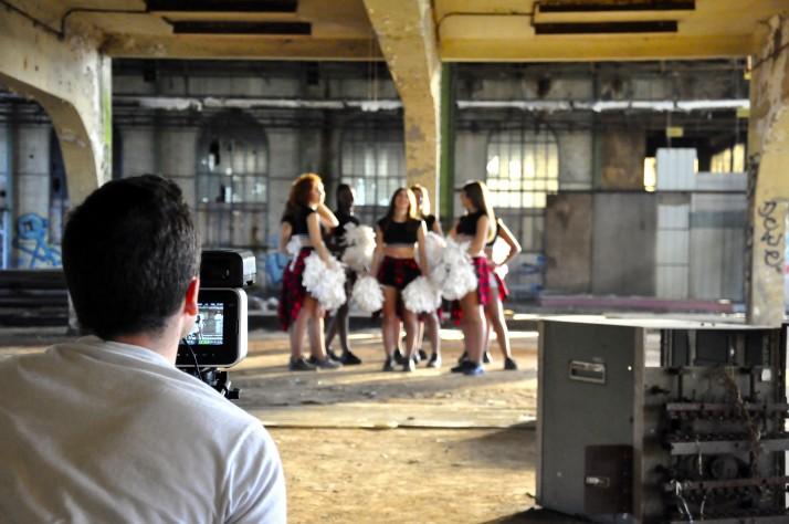 Le clip des Cheers up filmé par Modern Arts Studio