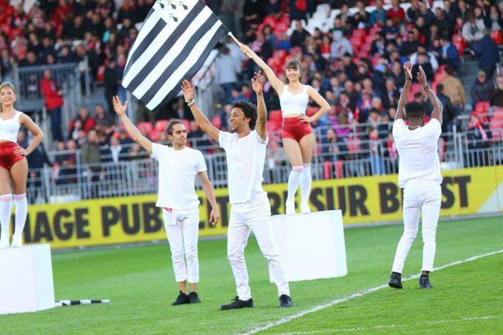 Notre team danseuses et acrobates au Stade Brestois !
